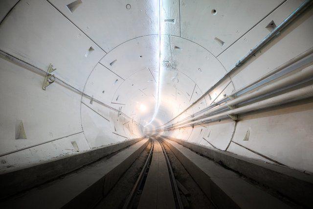Под Лос-Анджелесом открыли скоростной туннель. Он на фото