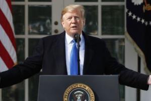 Трамп объявил о режиме ЧП ради строительства стены с Мексикой. На фото президент на пресс-конференции