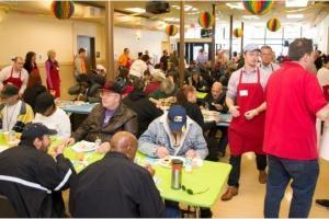 Union Gospel Mission накормит 500 человек на Пасху. На фото благотворительное мероприятие