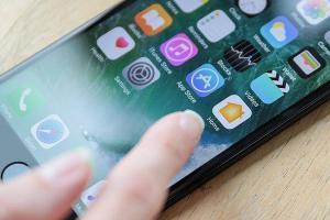 Китаец провернул аферу с поддельными iPhone на сотни тысяч долларов. На фото iPhone