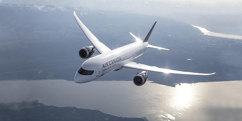 Спящую пассажирку забыли на борту самолета. На фотографии самолет компании Air Canada