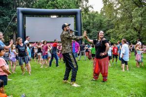 Бесплатные летние развлечения для всех - программа, которая пройдет во всех парках Портленда. На фото игры в парке