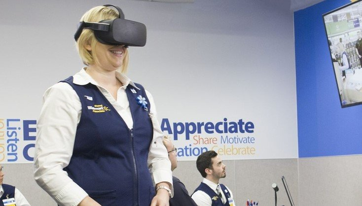 Walmart использует виртуальную реальность, чтобы оценить способности сотрудников. На фото очки виртуальной реальности в действии