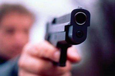 Учителя Флориды могут носить оружие на территории кампуса. На фото человек с огнестрельным оружием