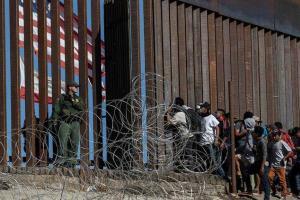 Новое правило Трампа: лицам, незаконно въехавшим и просящим убежища, можно отказывать в разрешении на работу. На фотографии стена между США и Мексикой