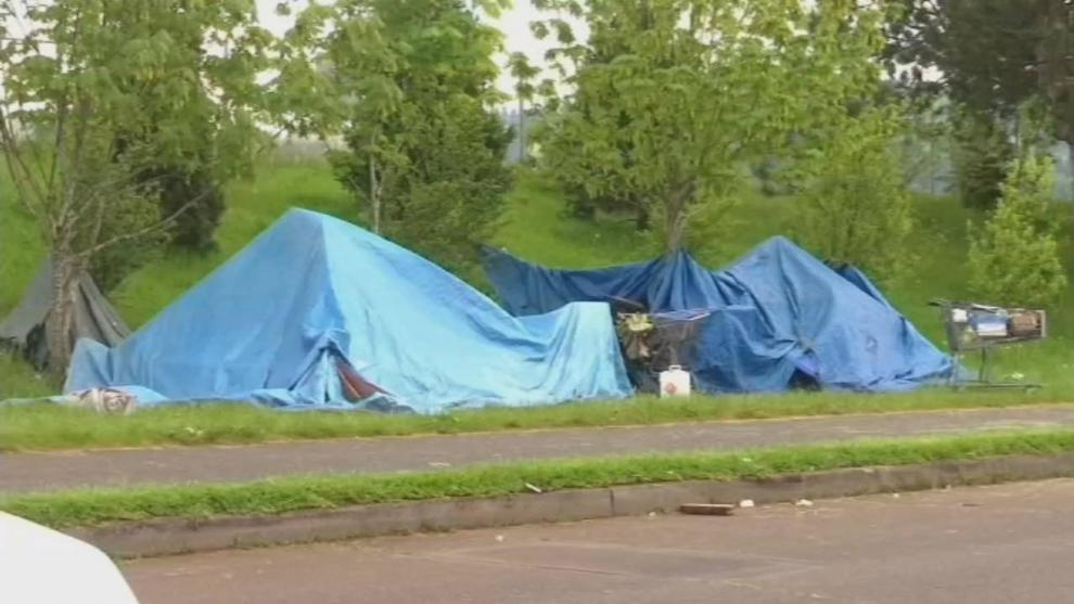 Городской совет одобрил пилотную программу Portland Street Response. На фотографии палатки бездомных