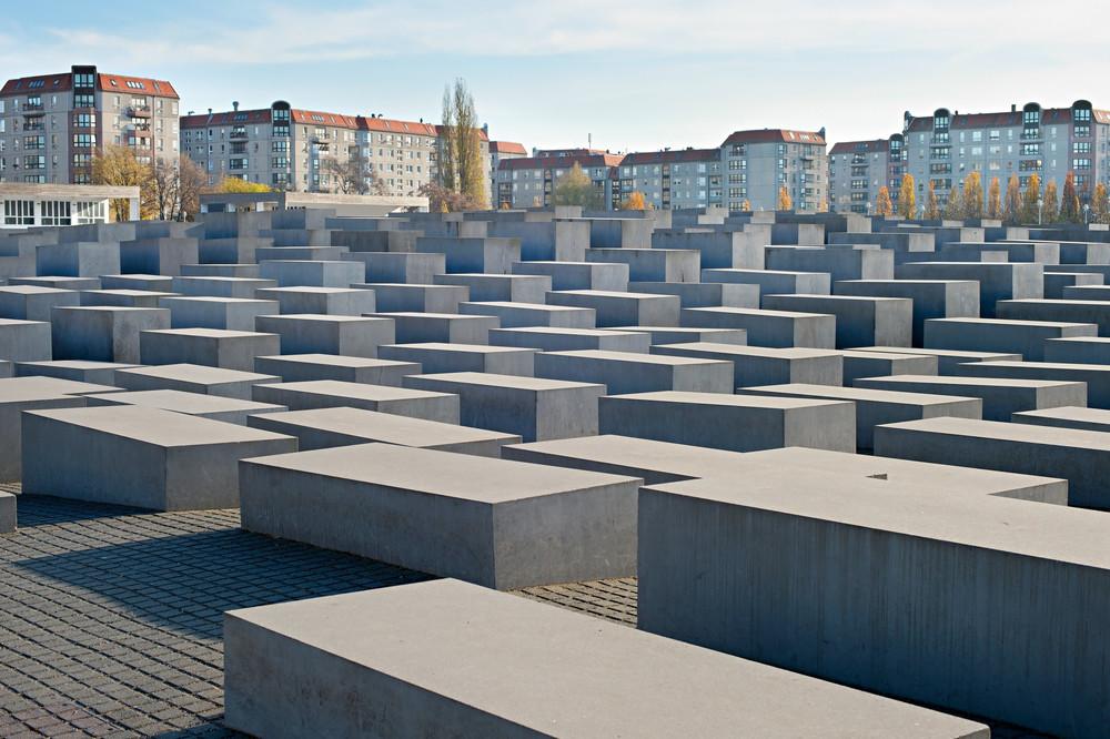 Богатейшая семья Германии пожертвует 5 млн евро для помощи пережившим Холокост. На фотографии Мемориал жертвам Холокоста