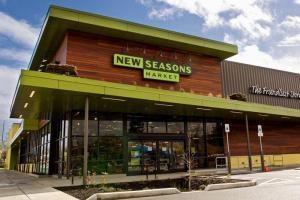 New Seasons объединяется с Good Food Holdings. На фотографии New Seasons Market